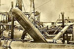Bliss-Leavitt torpedo - USS Adder loading a Mark7 torpedo while on Manila Station ca. 1912