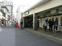 Uguisudani-eki-2005-4-6 1.jpg
