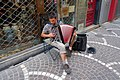 Un accordéoniste au hasard des rues.jpg