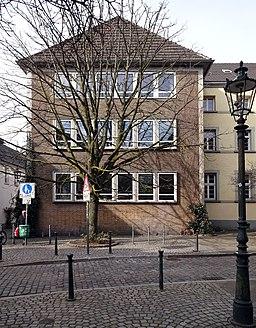 Ursulinen-Gymnasium, Neubauteil Ritterstraße Ecke Ursulinengasse, Standort der ehemaligen Kapelle der Ursulinen, Düsseldorf-Altstadt