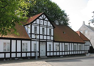 Vendsyssel Historical Museum - The old timber-framed house of the rural dean from 1773-74, at the headquarters of Vendsyssel Historical Museum in Hjørring.