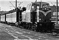 VR Vv15 1990 Helsingin rautatieasemalla 197501 HKMS000005 km0000nol5.jpg