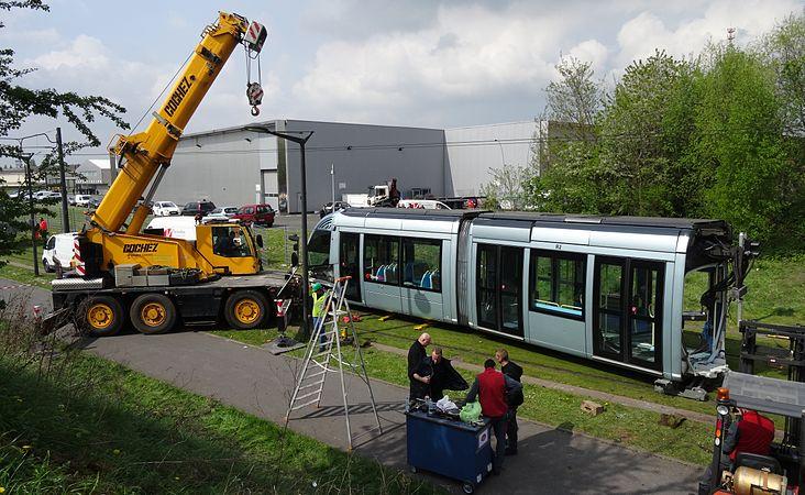 Valenciennes & Anzin - Déraillement de la rame de tramway n° 17 à la sortie du dépôt de Saint-Waast le 11 avril 2014 (043).JPG