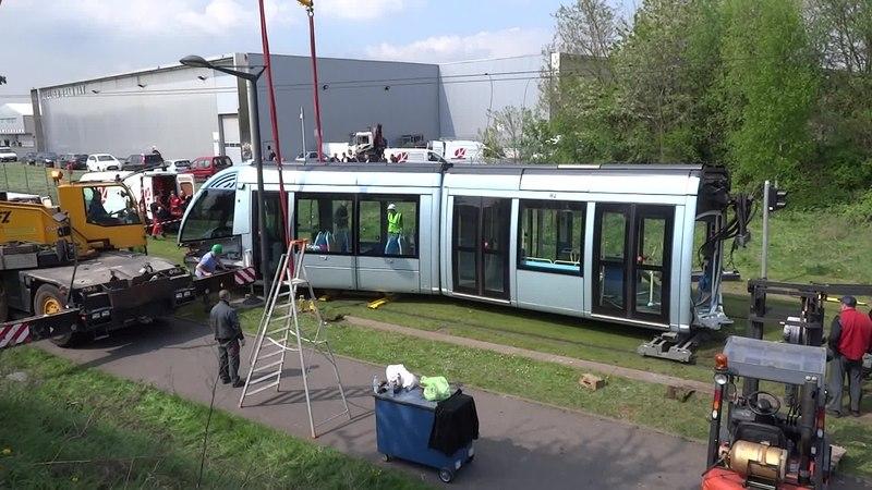 File:Valenciennes & Anzin - Déraillement de la rame de tramway n° 17 à la sortie du dépôt de Saint-Waast le 11 avril 2014 (049A).ogv