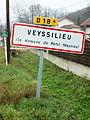 Veyssilieu-FR-38-panneau d'agglomération-3.jpg