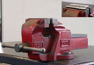 Vise - Engineer's bench vise made of cast iron - image inset shows soft jaws