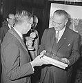 Vice president Lyndon B Johnson op stadhuis te Amsterdam ontvangen Burgemeeste, Bestanddeelnr 915-7105.jpg