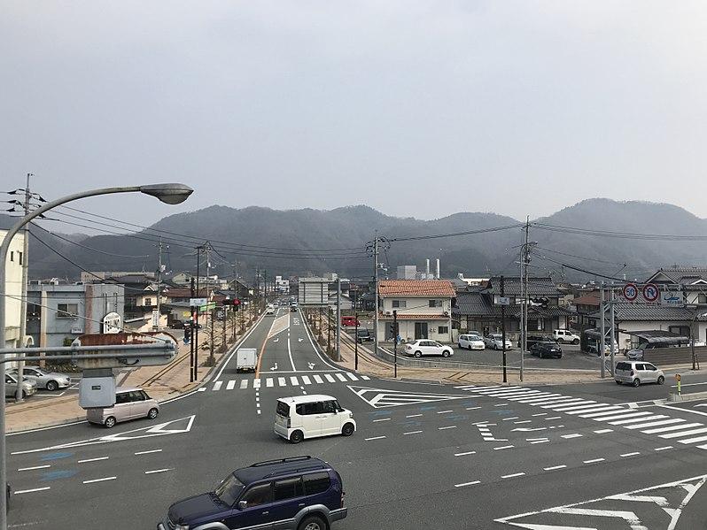 File:View from footbridge of Kambara Crossroads (north).jpg