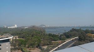Jogeshwari–Vikhroli Link Road - The JVLR as seen from the top of Emerald Isle, Powai. The Powai Lake is also visible
