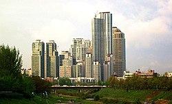 Tower-Palaco estas unu el la plej altaj loĝkonstruaĵoj en Seoul, Sud-Koreio