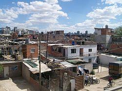 Imagen de laVilla 31, donde Carlos Mugica desarrolló suapostolado caracterizado por su «opción por los pobres».