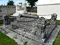 Villefranche-de-Lonchat cimetière tombeau.JPG
