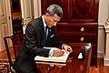 Vivian Balakrishnan signs Sec Pompeo's guestbook.jpg