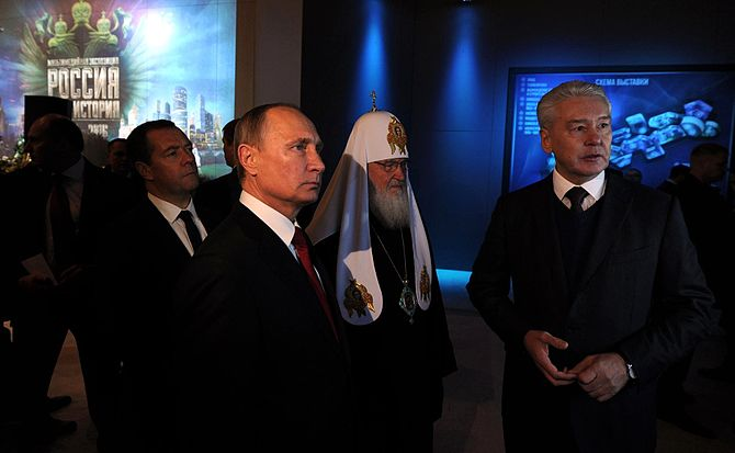Vladimir Putin and Patriarch Kirill on Unity Day 2016-11-04 16.jpg