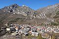 Vue du village de La Brigue depuis la colline au-dessus de la rue de l'Authion.JPG