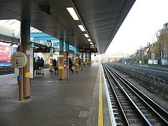 West Hampstead tube station - Image: West Hampstead tube station northbound platform 2005 12 10