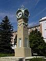 Wien - Steinhof - Uhr vor dem Direktionsgebäude.jpg
