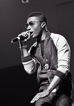 Wizkid at Iyanya's album launch concert, 2013 (cropped).jpg