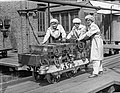 Women munitions workers Woolwich 1918 Q 27881.jpg