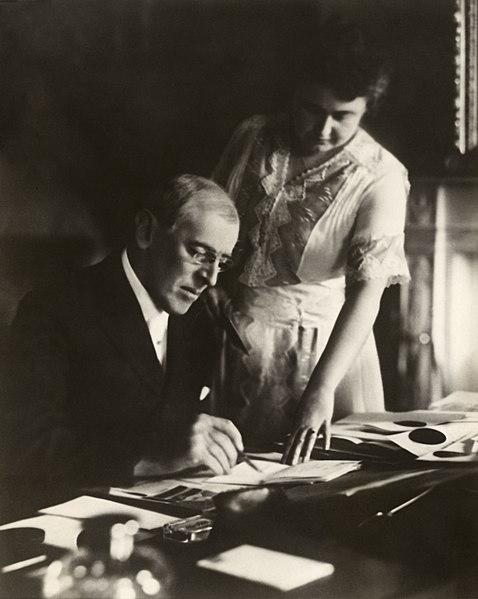 File:Woodrow and Edith Wilson2.jpg