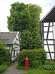 Wuppertal, Gennebrecker Str. 12, hintere Ecke links und Giebelwand der Scheune.jpg