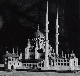 Külliye - A model of Yeni Valide Mosque complex with Külliye structure.
