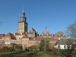 Zutphen, Walburgkerk met stadsmuur foto4 2011-02-17 13.43.jpg