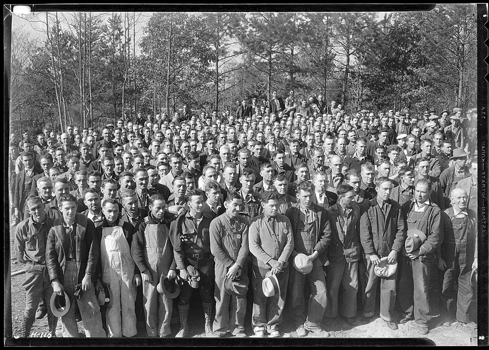 %22A group of several hundred workers at Norris Dam construction camp site during noon hour.%22 - NARA - 532734