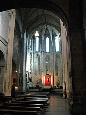 Iglesia de San Pablo, Valladolid - Apse, altar, choir and nave.