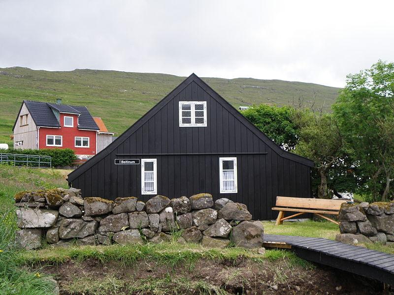 File:Í Beitinum Miðvágur Føroyar 2011.JPG