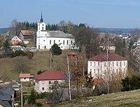 Škola a kostel v Jamném nad Orlicí.JPG