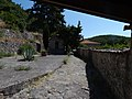Αποψη του προαύλιου χώρου από την είσοδο προς την εκκλησία.jpg