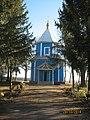 Дмитрівська церква (Більче) загальний вигляд від брами.jpg