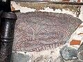 Кельтские руны под побелкой здания - panoramio.jpg