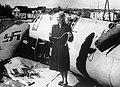Любовь Орлова на крыле сбитого фашистского самолета.jpg