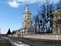 Надбрамна дзвіниця Свято - Троїцького жіночого монастиря.jpg