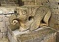 Фигура слона при входе в Ханский дворец.jpg