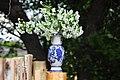 Яблоневый букет в вазе советского периода на свежем деревянном заборе.jpg