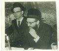 """האדמו""""ר מרדומסק מימין הרב מנחם שלמה בורנשטיין בשמחתו חתונה של הרב שלמה שטנצל.pdf"""