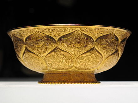 Tang era gilt-gold bowl with lotus and animal motifs Yuan Yang Lian Ban Wen Jin Wan 20091112.jpg