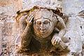 0 Console ornée d'une figure féminine - Cloître de la cathédrale de Noyon.JPG