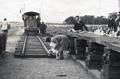 1927-Inauguración-del-Ramal-al-Ñandubay-Bautismo-del-ramal-con-una-copa-de-Champan-por-María-Antonia-Zuccarelli.png