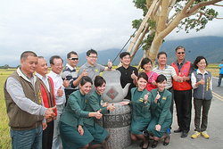 2014-11-22 Tea Kattle art in Taitung Kaneshiro Takeshi Tree.png