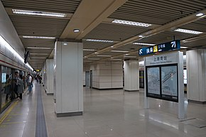 201610 Platform for L1 at Shanghai South Railway Station.jpg