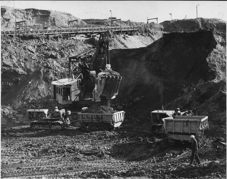 File:A 5-yard electric shovel loading 10-yard 'buggies' in the east excavation - NARA - 294088.tiff