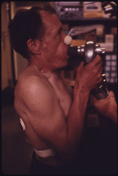File:A MINER AT THE BLACK LUNG LABORATORY IN THE APPALACHIAN REGIONAL HOSPITAL IN BECKLEY, WEST VIRGINIA, IS HAVING HIS... - NARA - 556568.tif