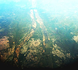 Tiruchirappalli - Aerial photograph of Srirangam island, sandwiched between the rivers Kaveri and Kollidam