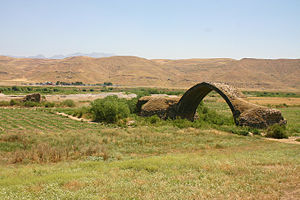 Ain Diwar Bridge - The remaining span of the bridge at Ain Diwar; the Tigris flows in the distance