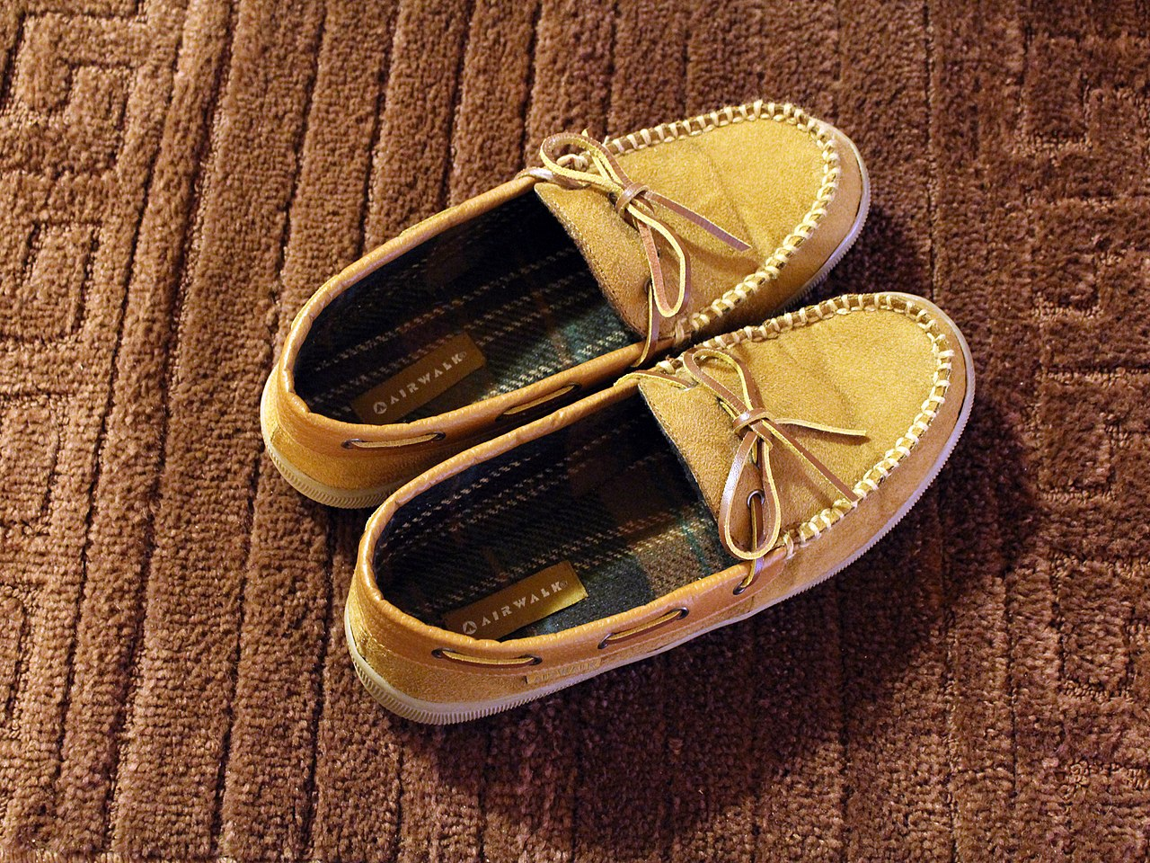 391bdb826915 File Airwalk Men s Mason Mocassin Slippers.JPG - Wikimedia Commons