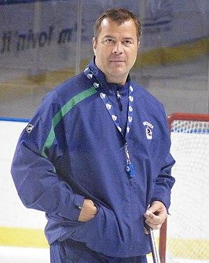 Alain Vigneault - Vigneault coaching a Vancouver Canucks practice in 2009